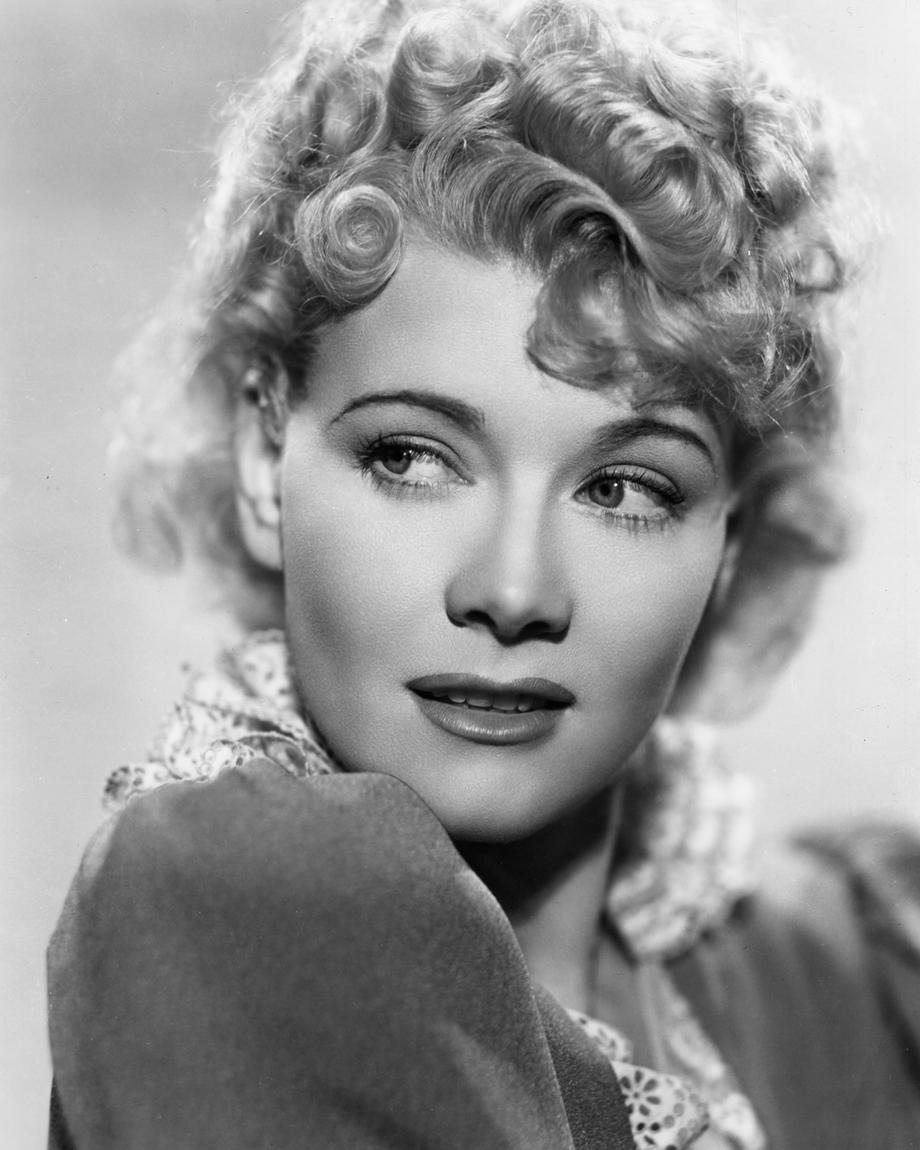 Penny Singleton in Blondie on a Budget (1940)