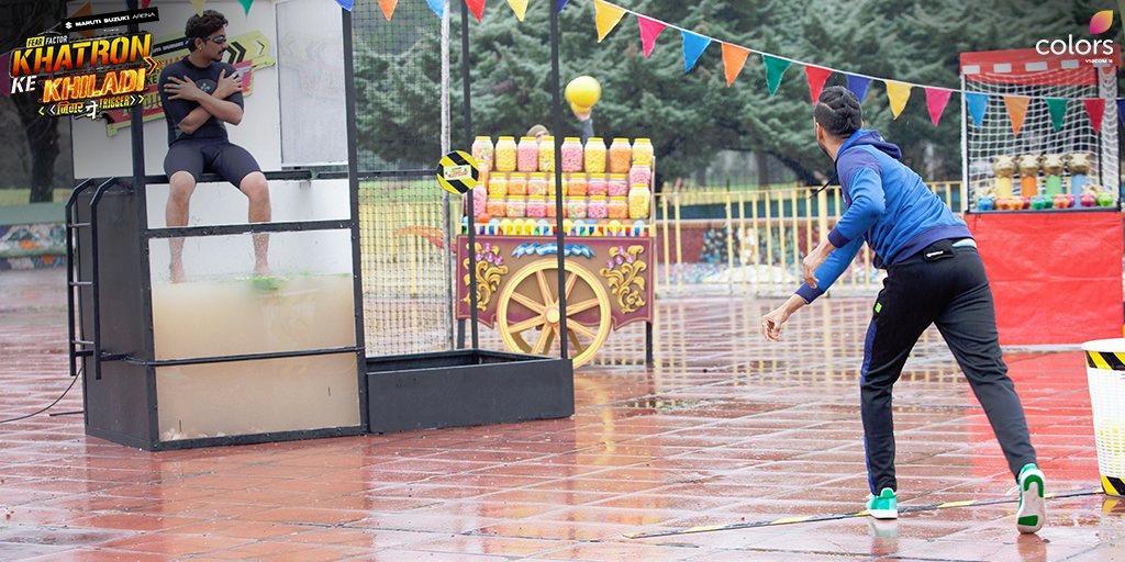 Vikas Gupta and Harsh Limbachiyaa in Fear Factor: Khatron Ke Khiladi (2008)