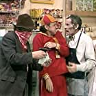 Tito Resendiz, Ramón Valdés, Carlos Villagrán, and Dulce Guerrero in ¡Ah qué Kiko! (1987)