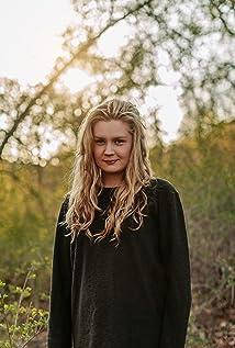 Natalie Minnevik Picture