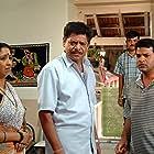 Mohan Joshi, Neena Kulkarni, and Bharat Jadhav in Sarivar Sari (2005)