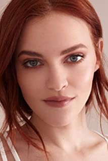 Madeline Brewer Picture