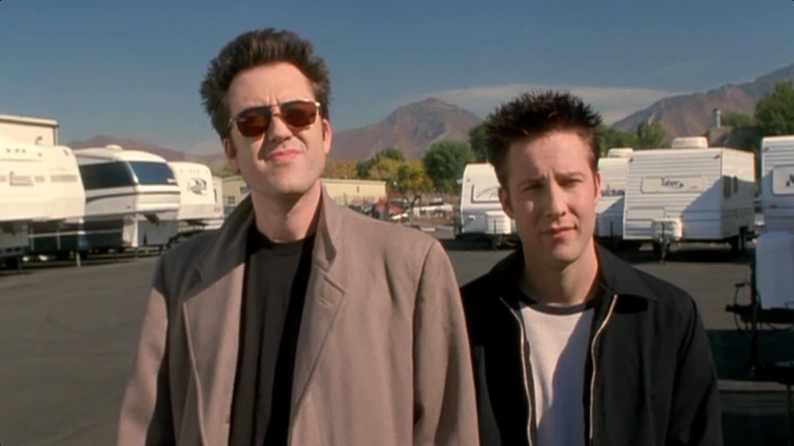 Mars Callahan and Michael Rosenbaum in Poolhall Junkies (2002)