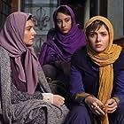 Taraneh Alidoosti, Hengameh Ghaziani, and Tarlan Parvaneh in The Wedlock (2014)