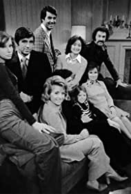 Fran Brill, Suzanne Davidson, Jennifer Harmon, Michael Landrum, Lynn Lowry, and Rosemary Prinz in How to Survive a Marriage (1974)
