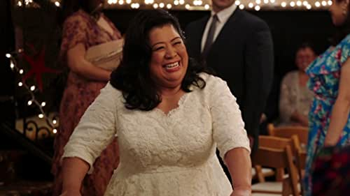 Superstore: Dina Thinks Carol Is Up To Something