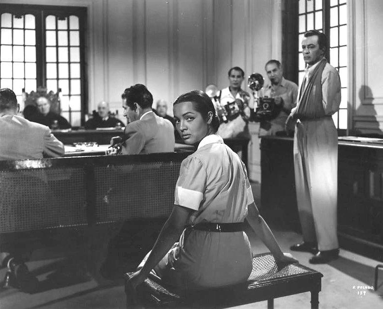 Alejandro Lugo and Sara Montiel in Frente al pecado de ayer (1955)