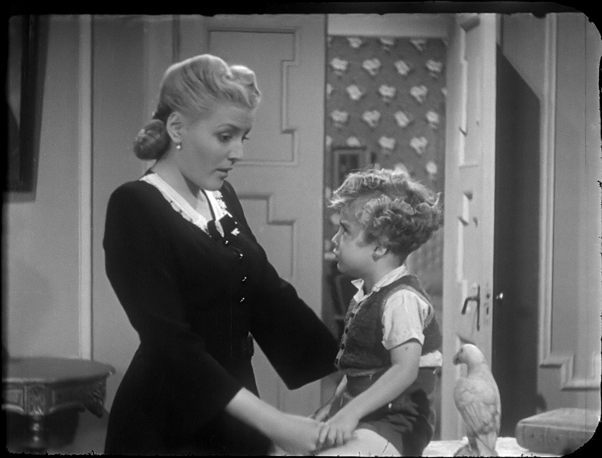Lina Montes in La mujer que engañamos (1945)