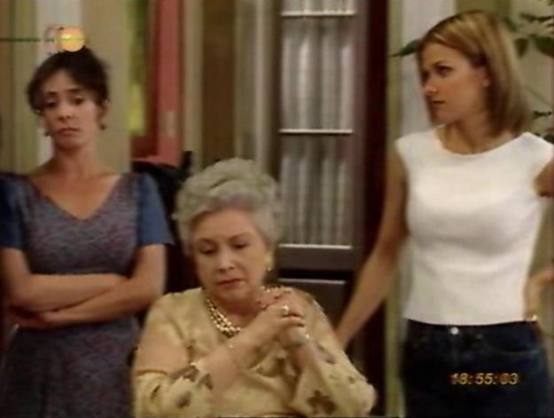 Evangelina Elizondo, Iliana Fox, and Laura Padilla in Cuando seas mía (2001)
