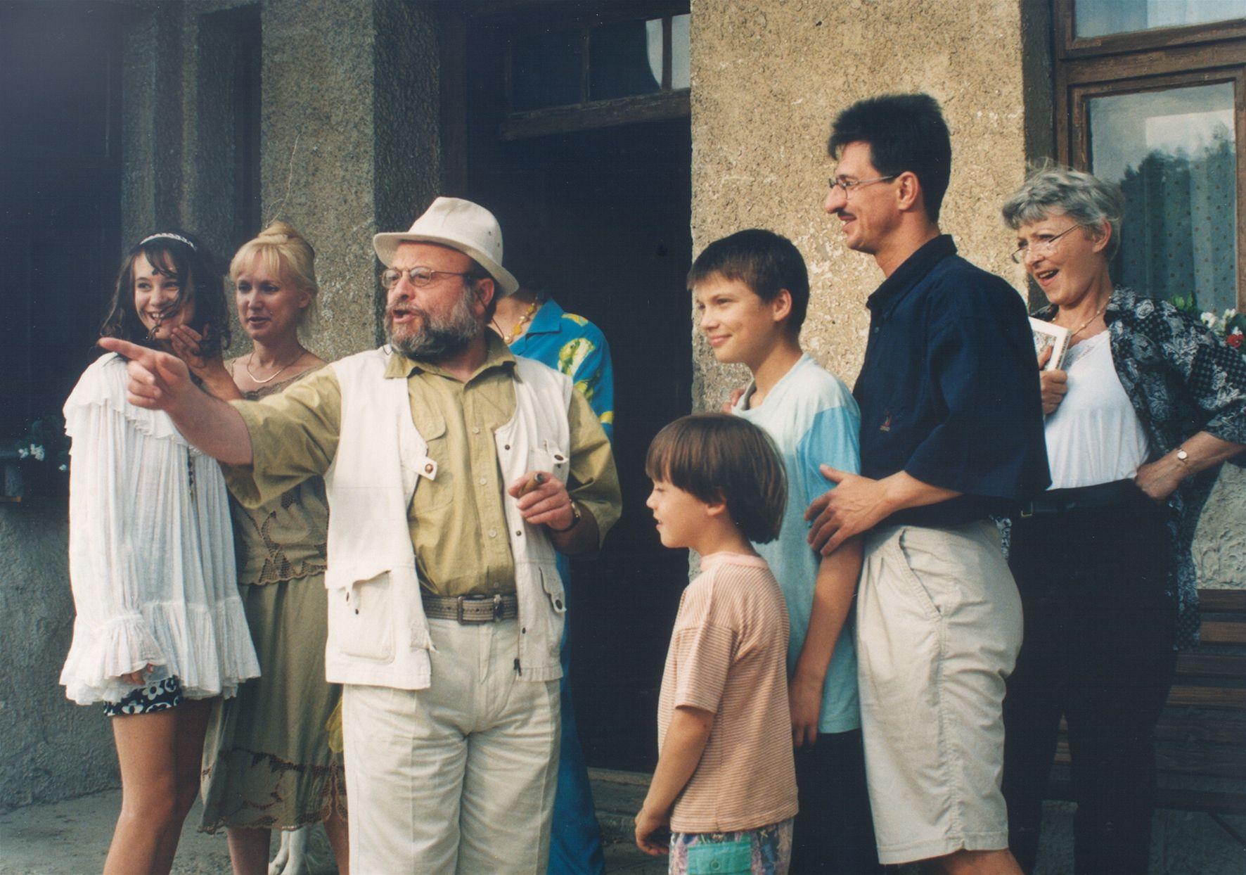 Arnost Goldflam, Miro Noga, Ivana Skarková, Milena Steinmasslová, Jana Stepánková, Marián Beník, and Pavel Zednícek in Ranc U Zelené sedmy (1996)