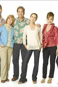 Alyssa Milano, Beau Bridges, Annie Potts, Amanda Detmer, Meagen Fay, and Eric Winter in Single with Parents (2008)