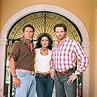 Patricia Manterola, Roberto Palazuelos, and Juan Soler in Apuesta por un amor (2004)