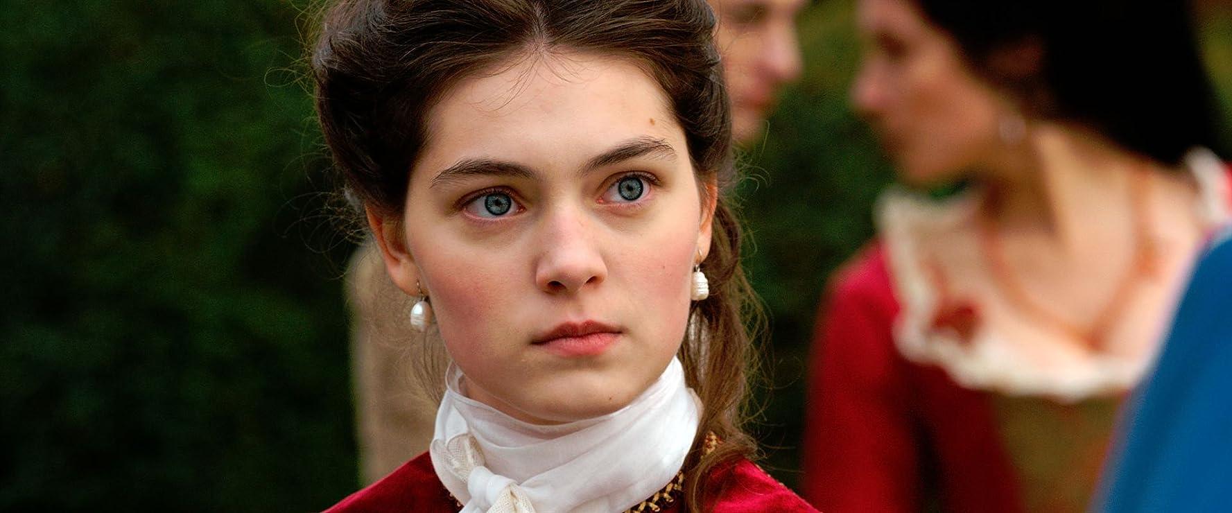 Anamaria Vartolomei in L'échange des princesses (2017)