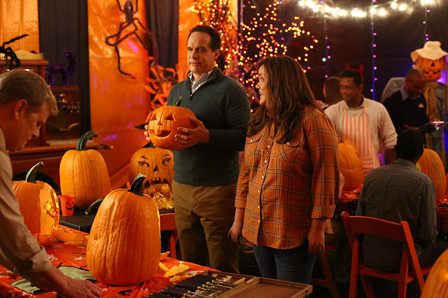 Diedrich Bader and Katy Mixon in The Maze (2019)
