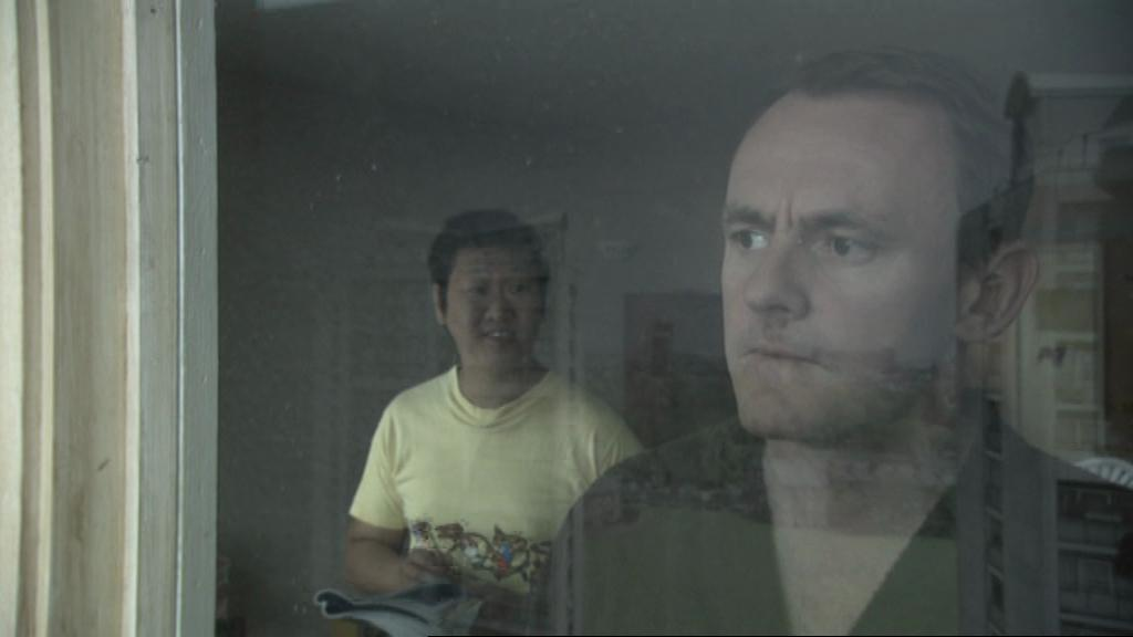 Sean Lock and Benedict Wong in 15 Storeys High (2002)