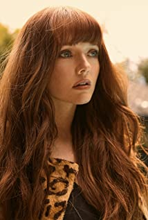 Hannah Rose May Picture