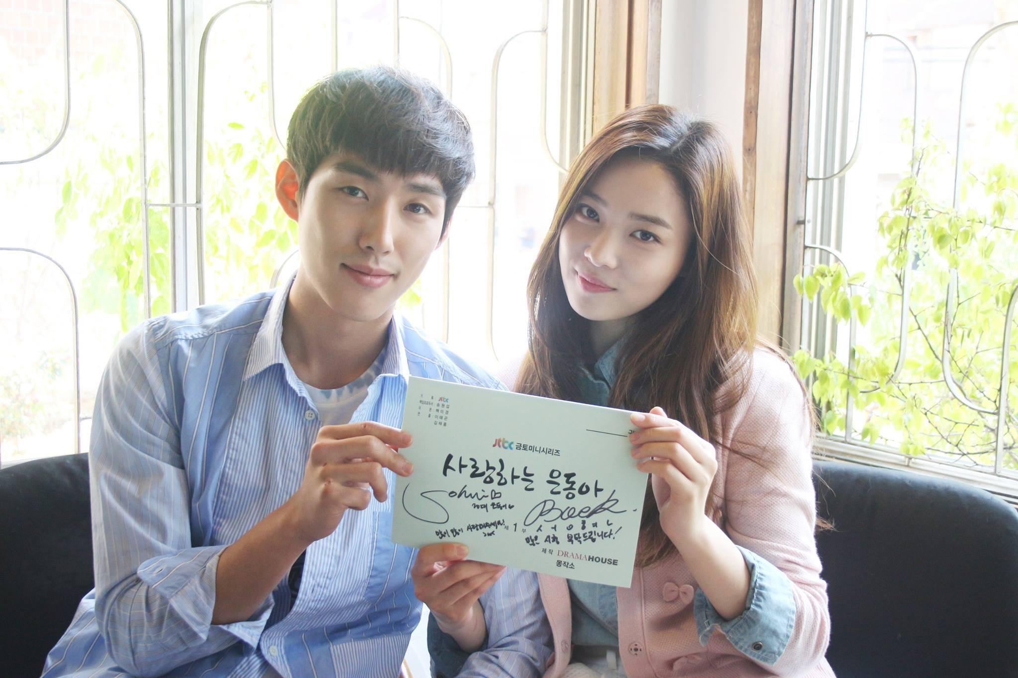 Sung-Hyun Baek and So-hee Yoon at an event for Sa-rang-ha-neun eun-dong-ah (2015)