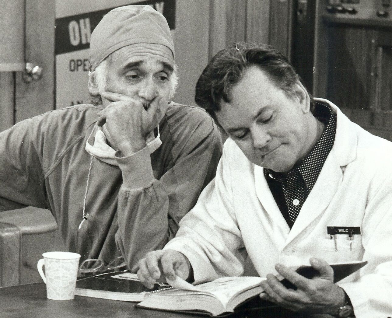Bob Crane and Harold Gould in The Bob Crane Show (1975)