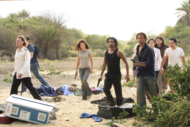 Jeff Fahey, Naveen Andrews, Daniel Dae Kim, Matthew Fox, Jorge Garcia, Josh Holloway, Yunjin Kim, and Evangeline Lilly in Lost (2004)