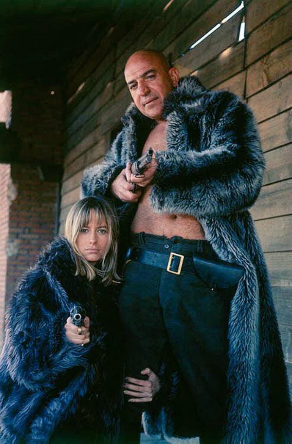 Susan George and Telly Savalas in La banda J. & S. - Cronaca criminale del Far West (1972)