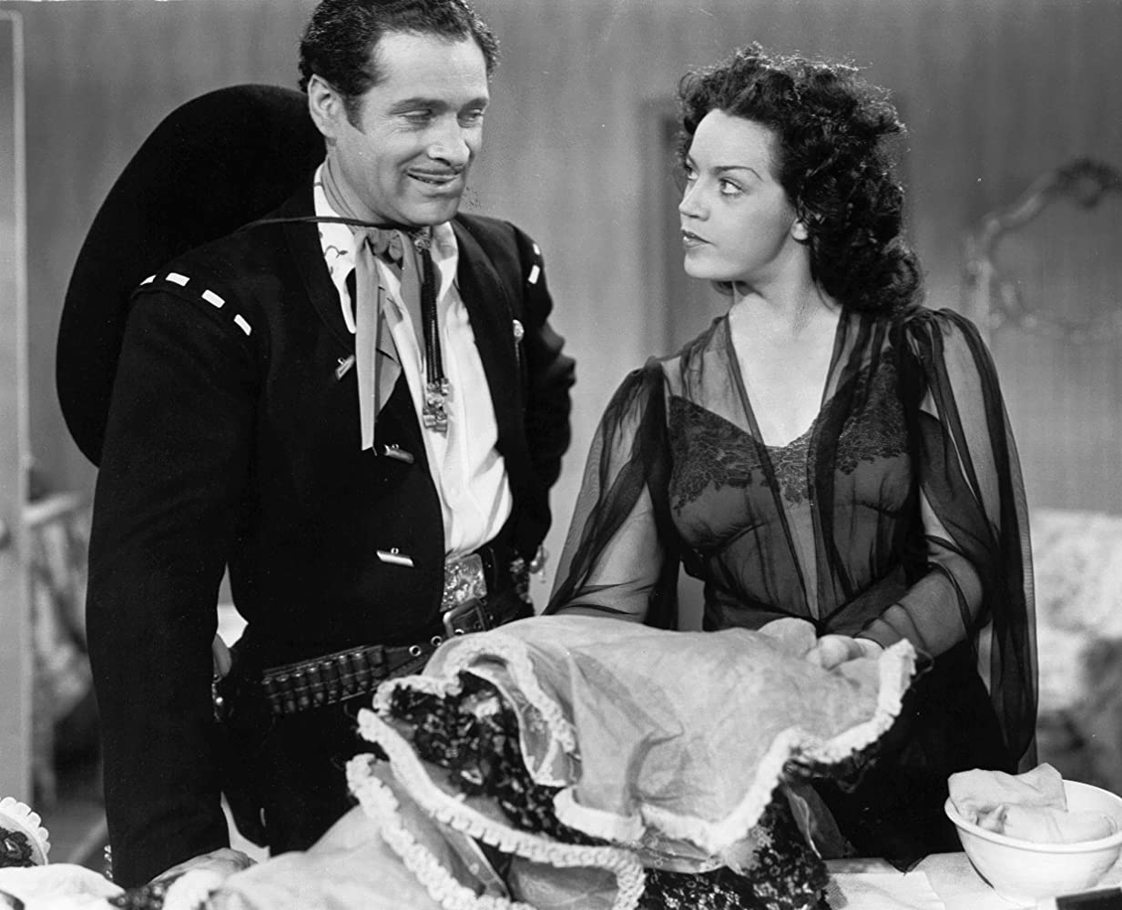 Duncan Renaldo and Aurora Roche in The Cisco Kid in Old New Mexico (1945)