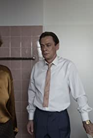 Sylvester Groth and Corinna Harfouch in Quando Ti Guardo (2020)