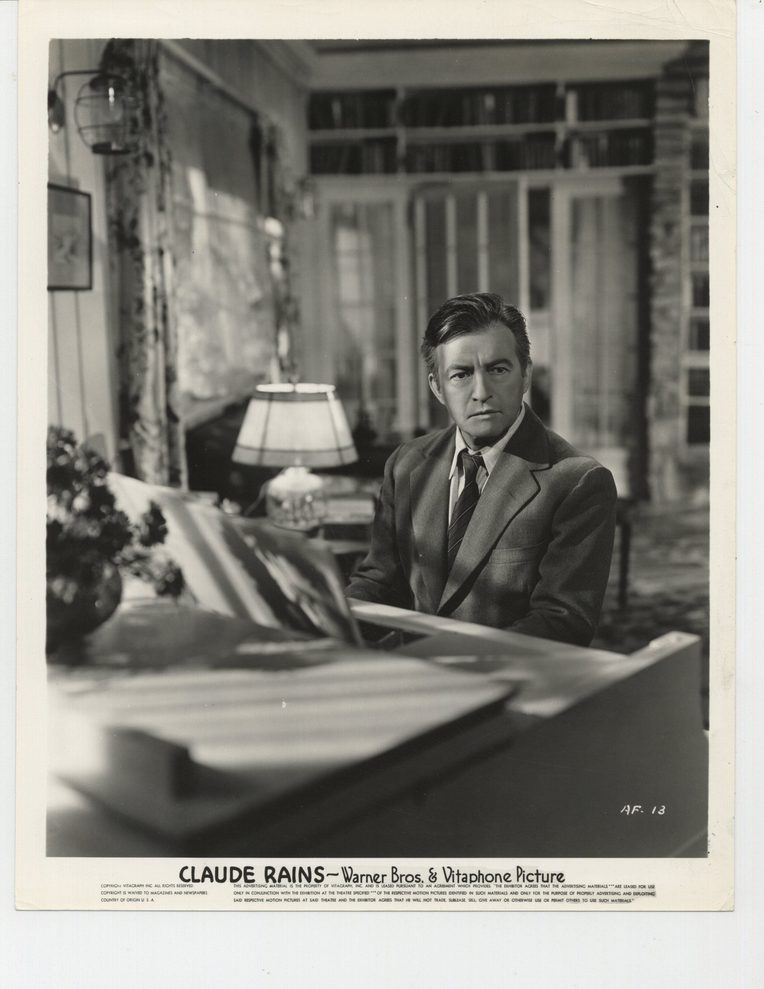Claude Rains in Daughters Courageous (1939)