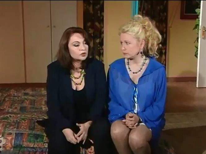 Mirka Papakonstantinou and Nora Valsami in Elli kai Anna (1995)