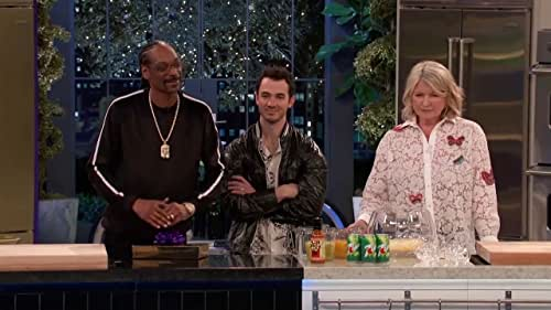 Martha & Snoop's Potluck Dinner Party: Block Party