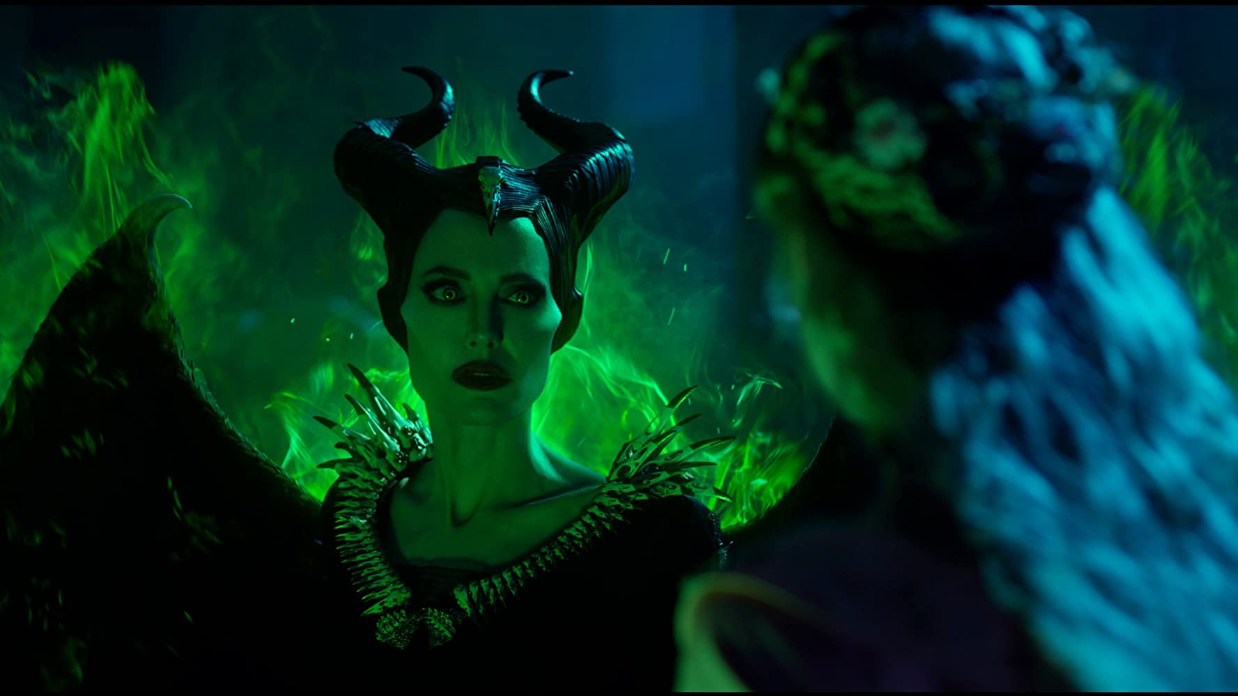 Angelina Jolie y Elle Fanning en 'Maleficent: Mistress of Evil' de Disney.-