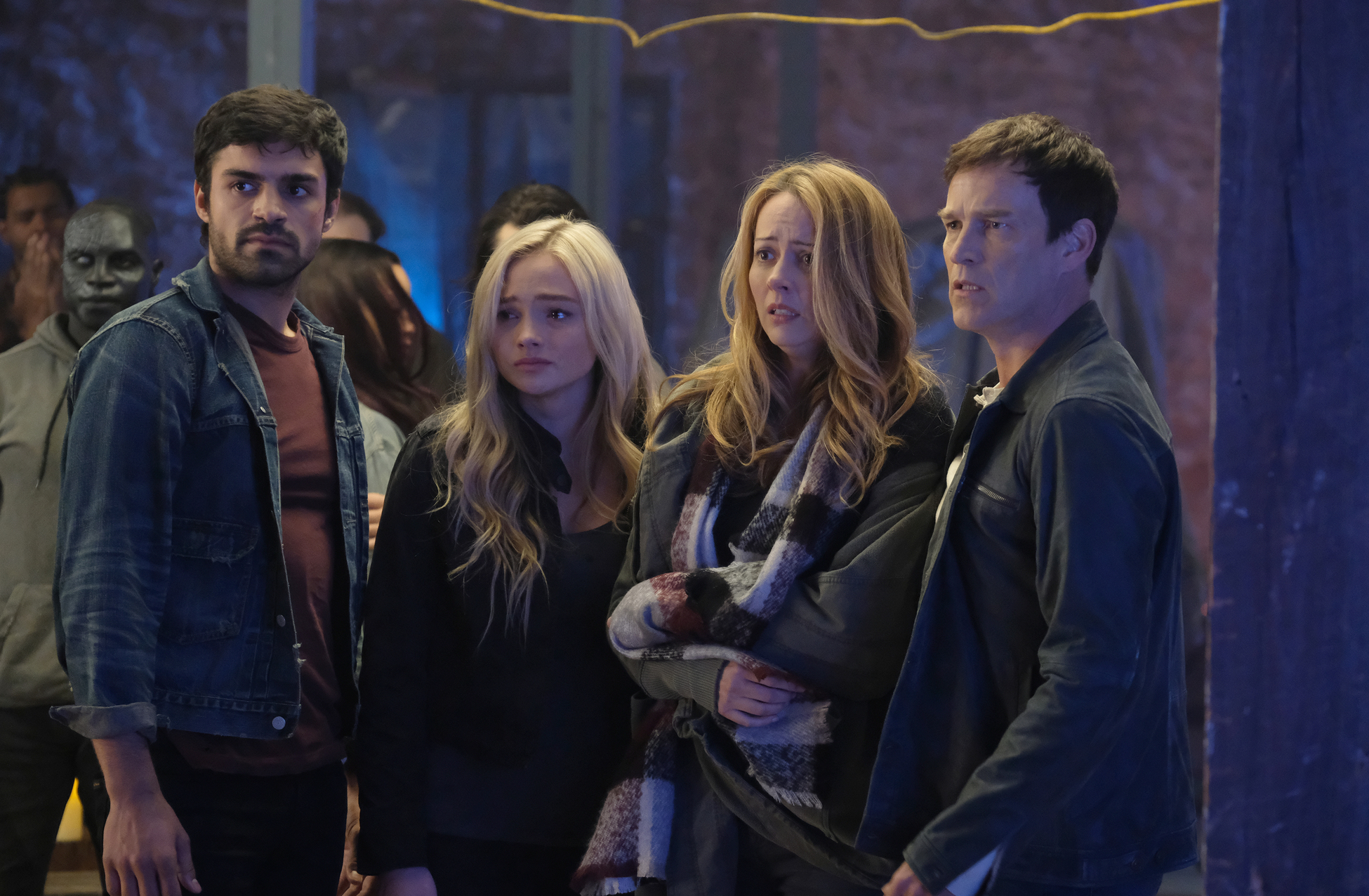 Amy Acker, Stephen Moyer, Natalie Alyn Lind, Sean Teale, and Jermaine Rivers in The Gifted (2017)
