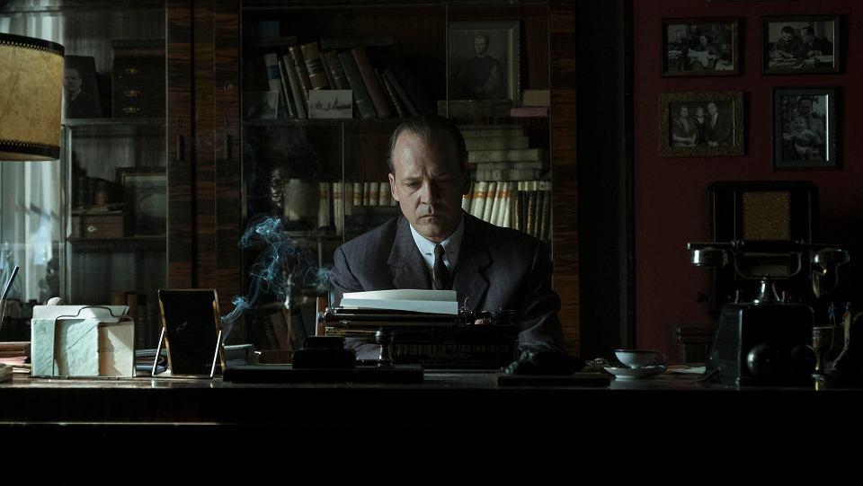 Peter Sarsgaard in Mr. Jones (2019)