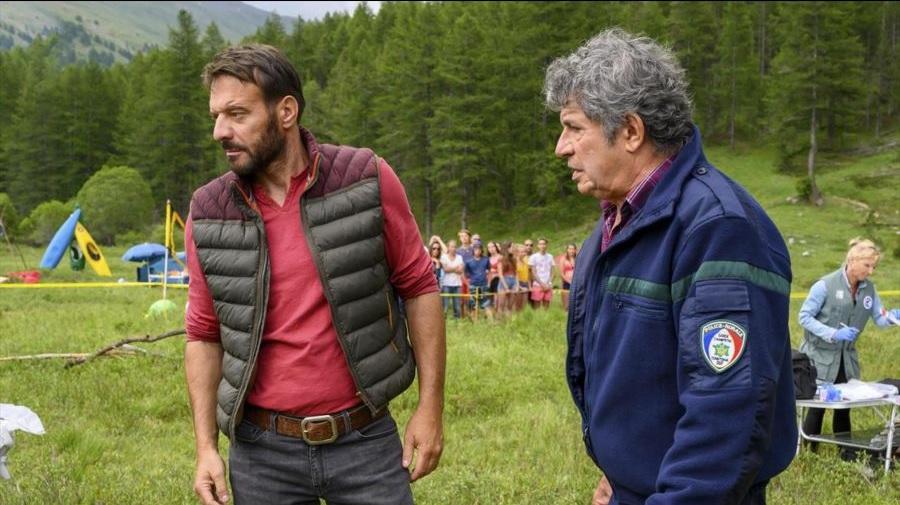 Lionnel Astier and Samuel Le Bihan in Les racines du mal (2020)