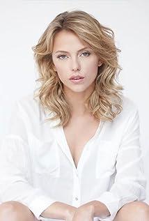 Riley Voelkel Picture