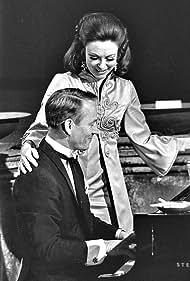 Bent Fabricius-Bjerre and Helle Virkner in Det ville glæde ... (1969)