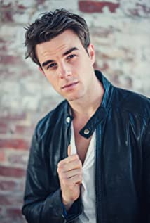 Nathaniel Buzolic Picture