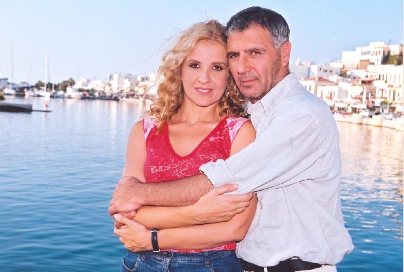 Nikos Seryanopoulos and Eleni Zioga in Alma libre (2001)