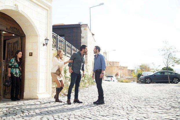 Bulut Genc, Hilmi Cem Intepe, and Jessica May in Maria ile Mustafa (2020)