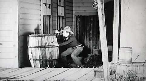 Dennis Moore in The Dawn Rider (1935)