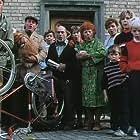 Kristina Rossa Ek, Karin Eriksson, Enzo Florimo, Christina Grönfeldt, Berit Hallén, Knut Nordenström, Sten Pernmyr, Jan Rippe, Märta Tärnstedt, Gustav Wingquist, and Karl Wingquist in Leif (1987)