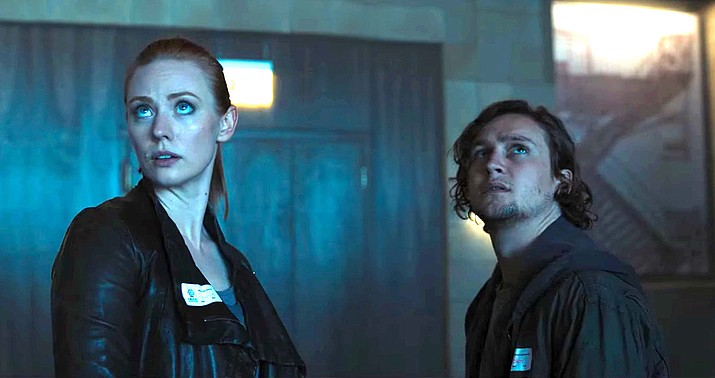 Logan Miller and Deborah Ann Woll in Escape Room (2019)