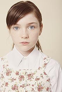 Alexa Swinton Picture