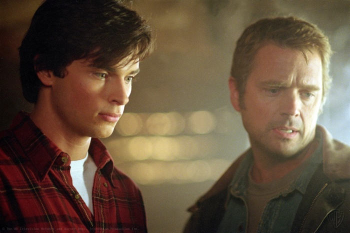 John Schneider and Tom Welling in Smallville (2001)