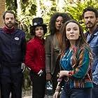 Michel Bercovitch, Erasmo Carlos, Dani Ornellas, Sílvia Lourenço, Mariana Amâncio, André Luiz Frambach, and Larissa Manoela in Modo Avião (2020)