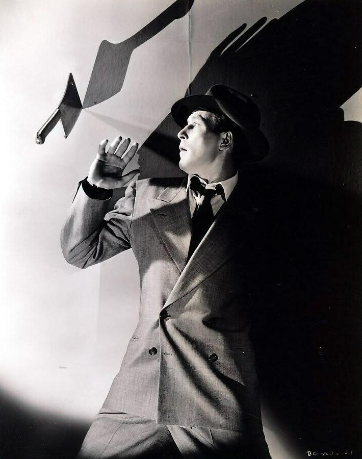 Lawrence Tierney in Bodyguard (1948)
