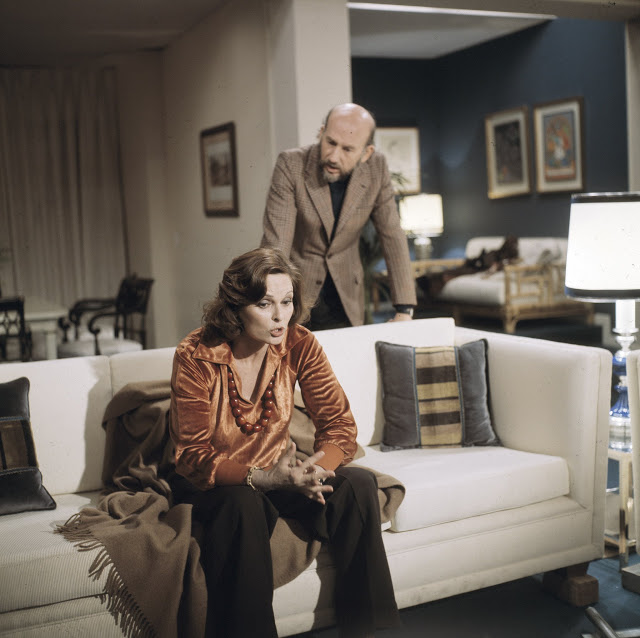 Lucia Bosè and Adolfo Marsillach in La señora García se confiesa (1976)