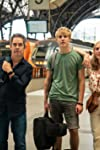 'Us' Review: Tom Hollander Stars in a Crumbling Family Drama That Forgets Most of the Family