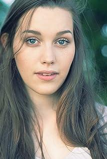 Victoria Pedretti Picture