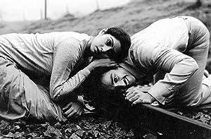 Balu Mahendra (screenplay) Moondram Pirai Movie