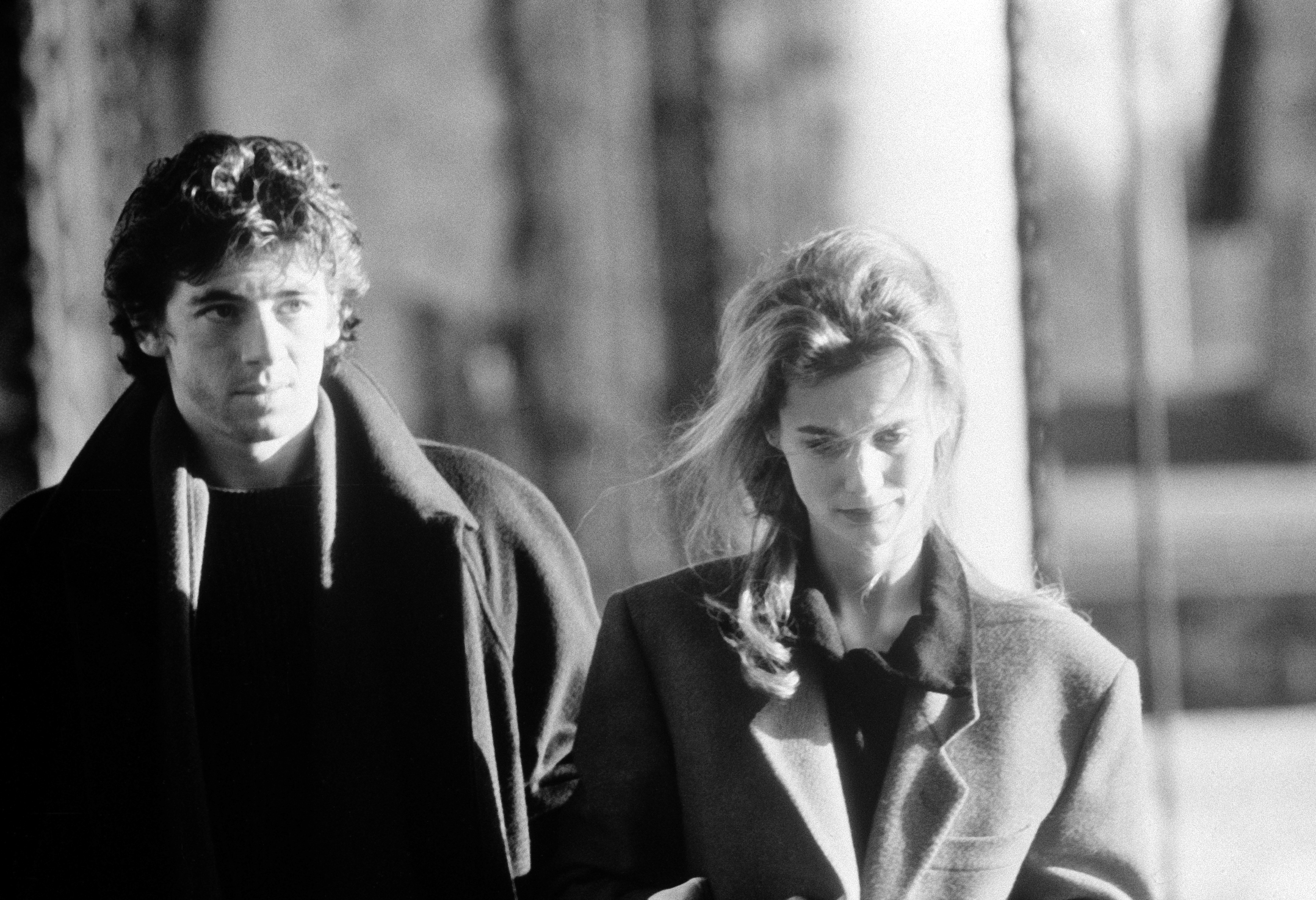 Patrick Bruel and Marie-Sophie L. in Attention bandits! (1986)